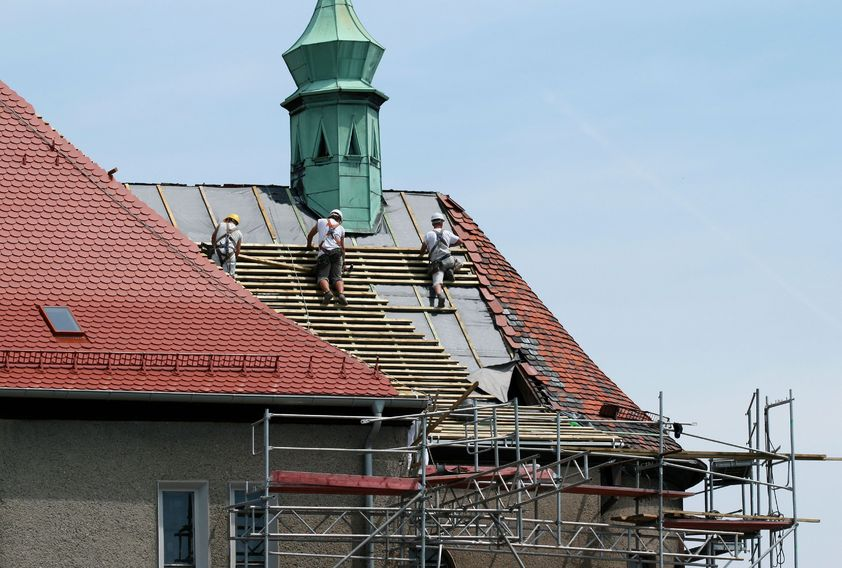 Learn How to Keep Yourself Covered With the Right Roof Contractor