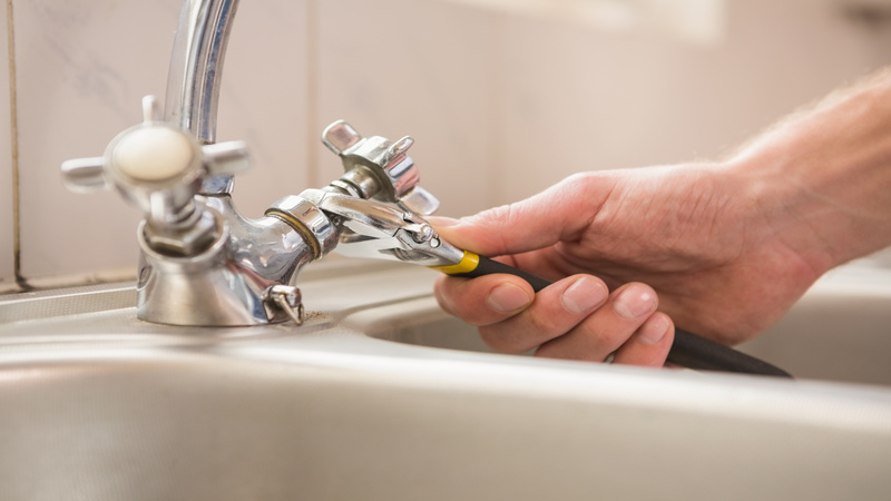 What to Know Before Hiring Plumbers in Pittsburgh PA For a Drain Cleaning Service