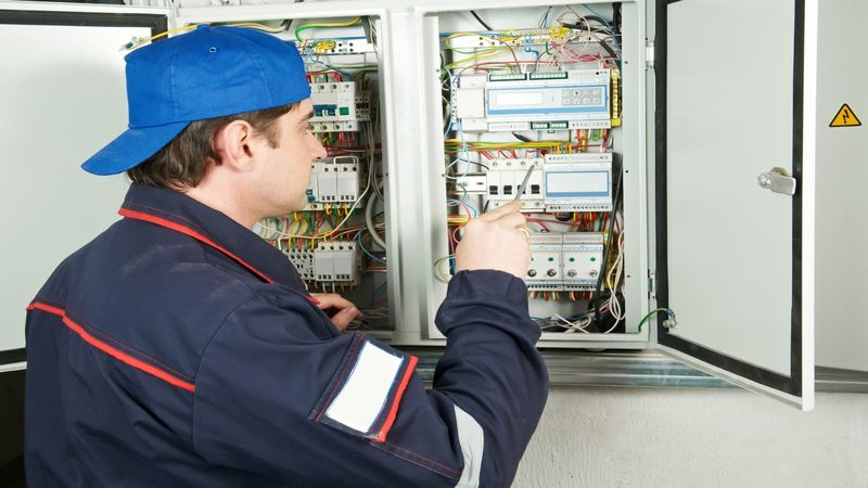 Servicing Commercial and Industrial Electrical Repairs in Salem OR