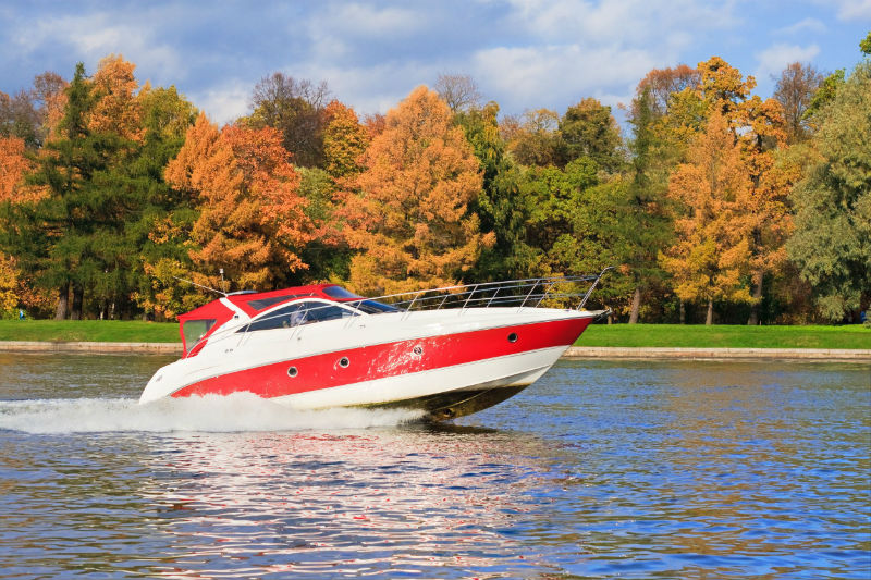 Why So Many People Are Now Interested in Buying Pontoon Boats for Lakes