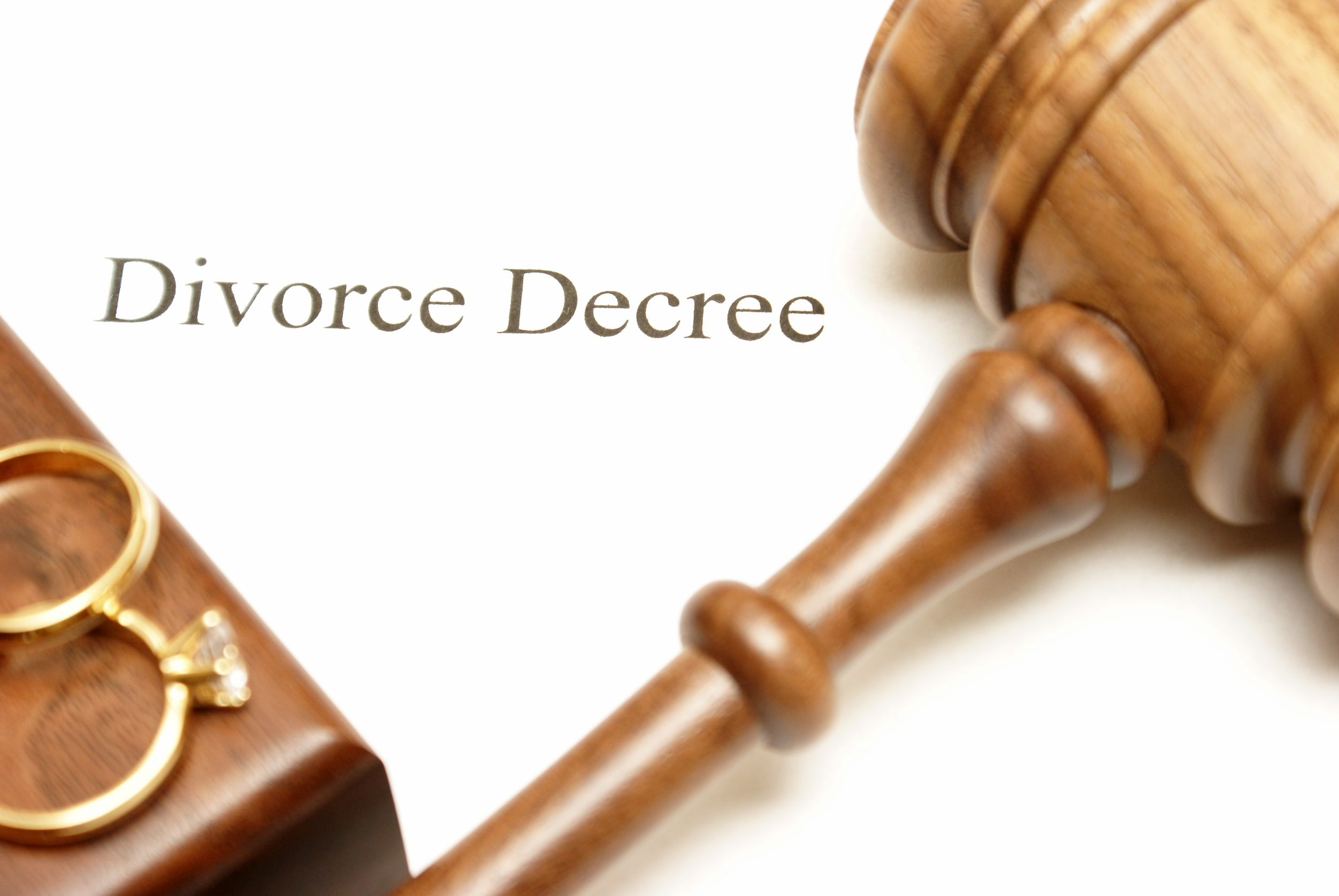 Reviewing Common Issues with a Divorce Law Lawyer in Lee's Summit, MO