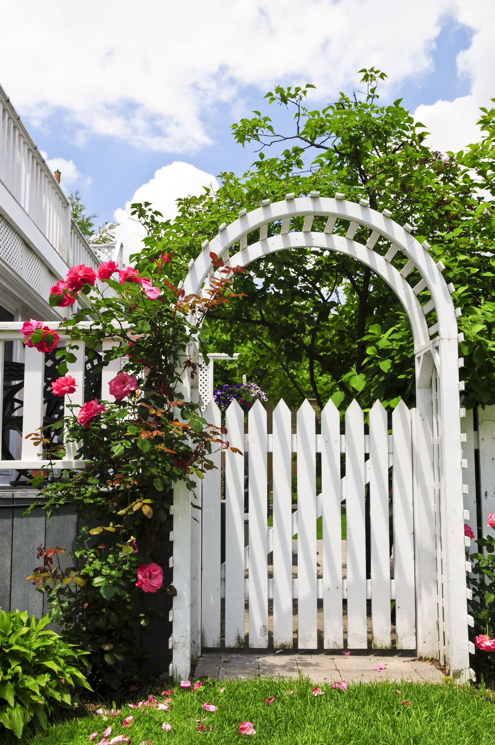 Vinyl Fencing for Your Suffolk County Home Will Improve Your Quality of Life
