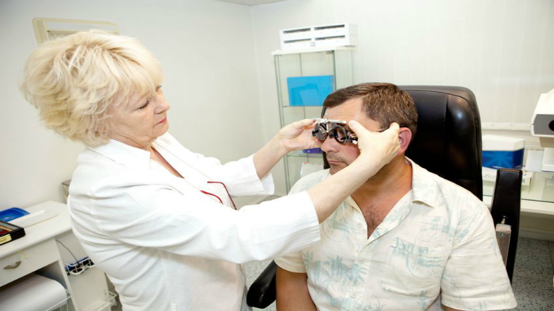 Benefits of Seeing an Eye Doctor for Eyelid Surgery in Wichita KS