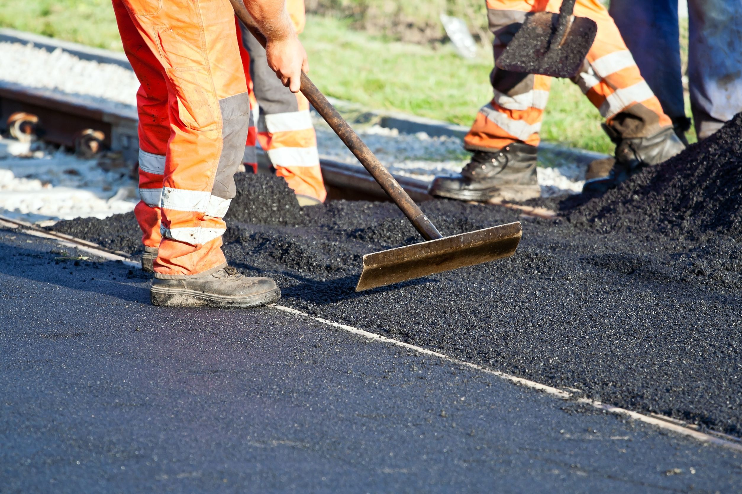 7 Ways Wisconsin Residents Benefit from Paving a Driveway or Lot with Asphalt