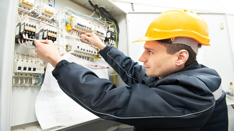 A Few Reasons to Hire Electricians in Pensacola